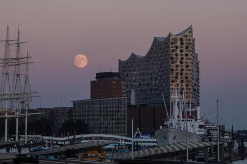 Hamburg - Vollmond - Elbphilharmonie